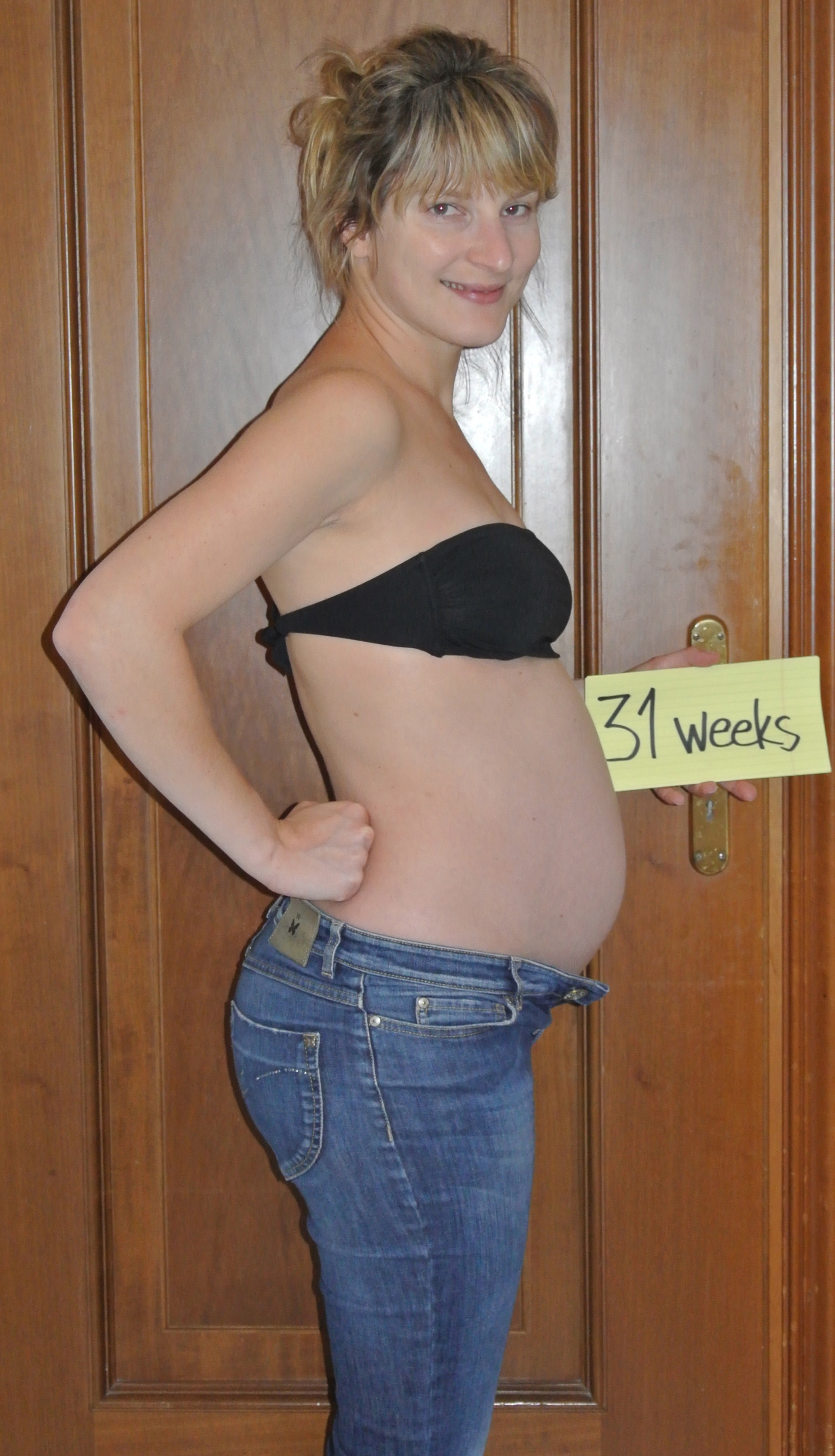 31 weeks pregnant belly